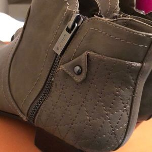 Unisa Shoes - Unisa Women's boots New In Box size 8